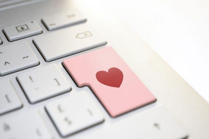 tecnologia ayuda relaciones pareja