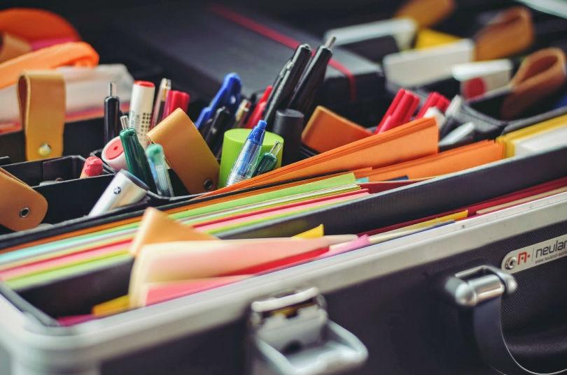 Ahorra un 74% en material de oficina siempre