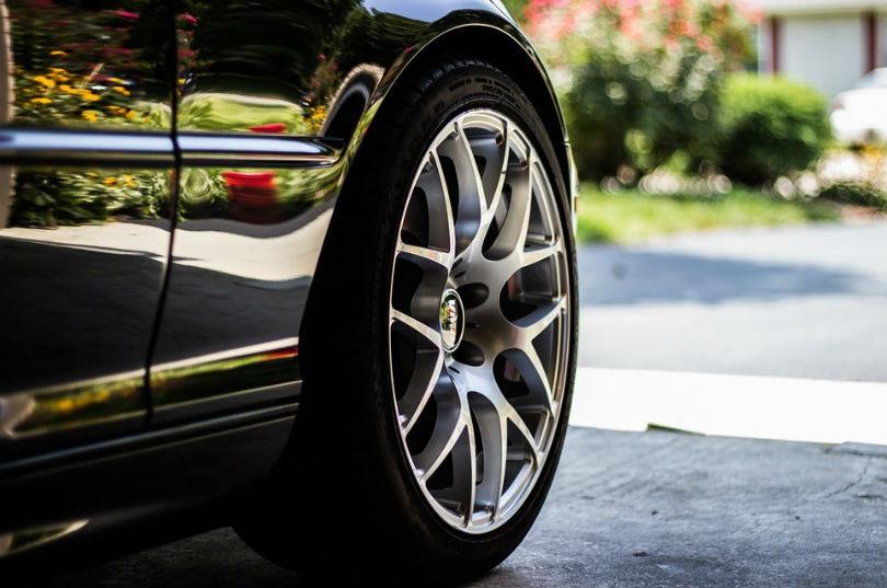 Neumáticos y componentes del vehículo
