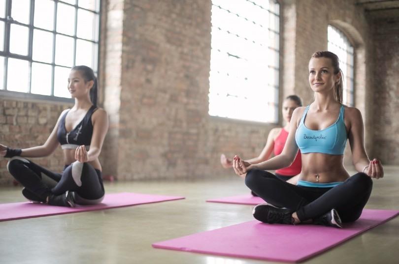 Yoga beneficios historia cómo practicarlo