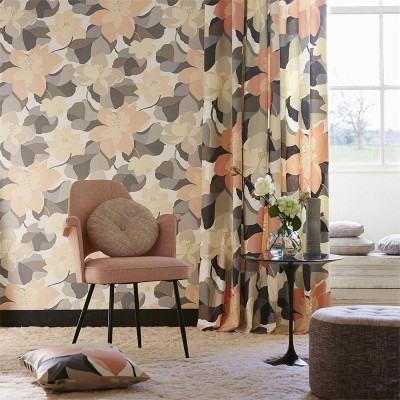Salón con papel pintado de diseño