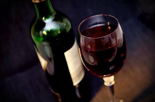 beneficios del consumo moderado de vino tinto