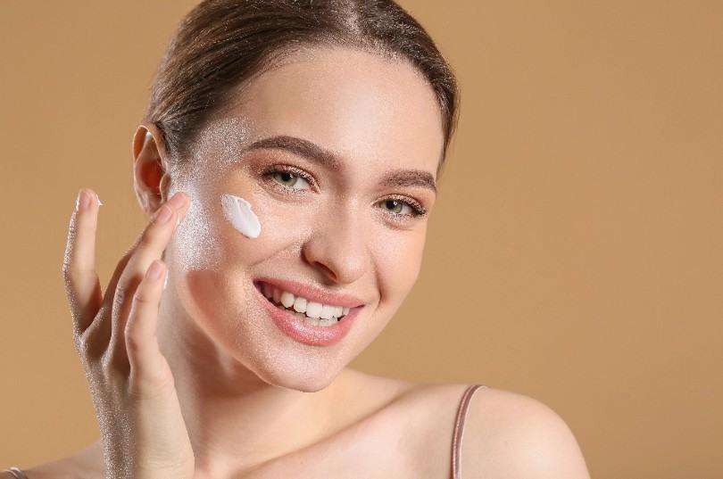 Quitar marcas de granos en la piel