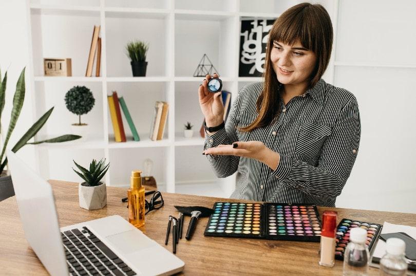 Maquillaje profesional desde el ordenador